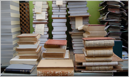 Libros en proceso de restauración.