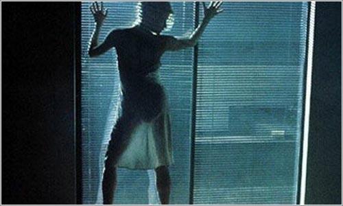 Kim Basinguer en una de las escenas más sensuales de la película.
