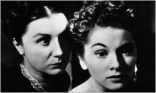 La Sra. de Winter (Joan Fontaine), y la Sra. Danvers (Judith Anderson) en una escena de la película.