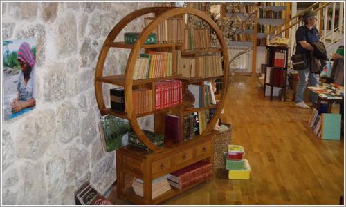 Libros expuestos en las librerías.