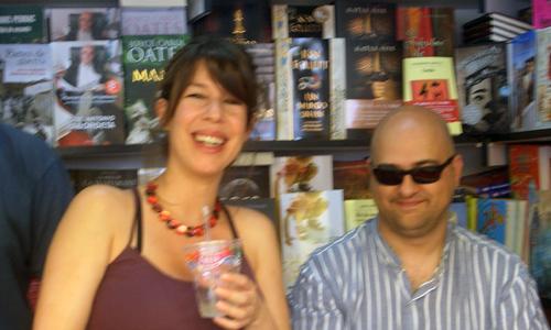 Celia Montalbán y Sergio Castro han escrito el libro No somos nadie.